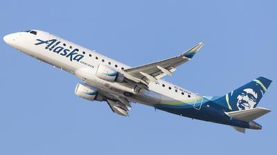 A picture of N620QX - Embraer E175LR - Alaska Airlines - © Jacob Singer