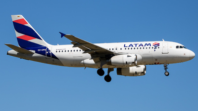 A picture of CCCPQ - Airbus A319132 - LATAM Airlines - © Giovanni Segarra Ortiz