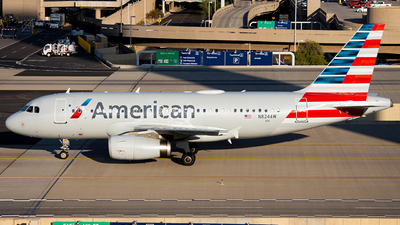 A picture of N824AW - Airbus A319132 - American Airlines - © Alexander Owen
