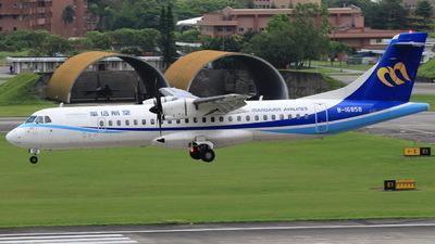 A picture of B16858 - ATR 72600 - Mandarin Airlines - © Ting-wie Liu