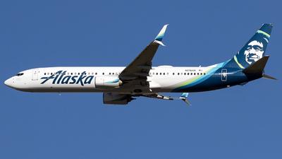 A picture of N215AK - Boeing 737990(ER) - Alaska Airlines - © Alejandro Hndez