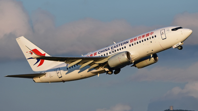 B-5815 - Boeing 737-76D - China Eastern Airlines
