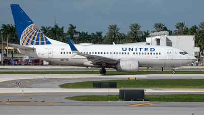 A picture of N13718 - Boeing 737724 - United Airlines - © Matthew Calise