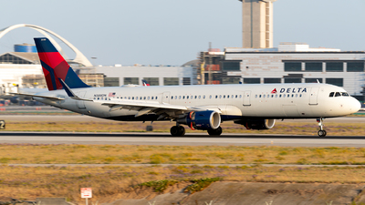 A picture of N388DN - Airbus A321211 - Delta Air Lines - © Luis Bastardo