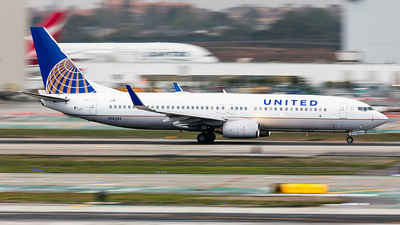 N18243 - Boeing 737-824 - United Airlines