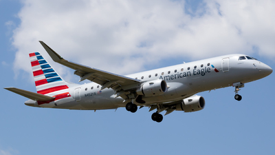 A picture of N452YX - Embraer E175LR - American Airlines - © mhtplanes