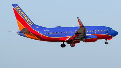 N246LV - Boeing 737-7H4 - Southwest Airlines