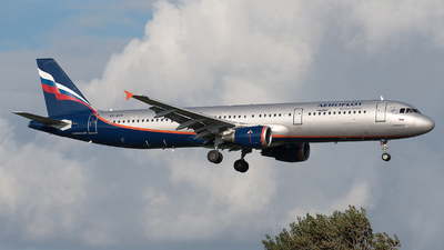 VP-BTR - Airbus A321-211 - Aeroflot
