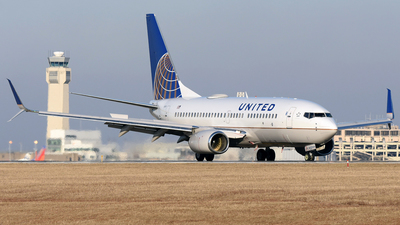 N38727 - Boeing 737-724 - United Airlines