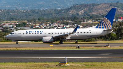 A picture of N76288 - Boeing 737824 - United Airlines - © Cristian Quijano