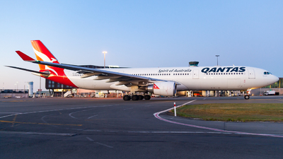 VH-QPG - Airbus A330-303 - Qantas