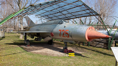 725 - Mikoyan-Gurevich MiG-21PFM Fishbed - German Democratic Republic - Air Force