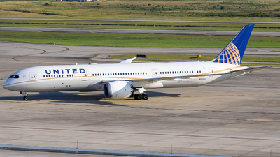 A picture of N19951 - Boeing 7879 Dreamliner - United Airlines - © Roger M