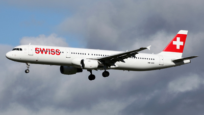 A picture of HBIOD - Airbus A321111 - Swiss - © Peter Baldwin