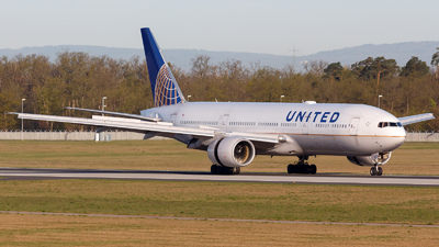 N224UA - Boeing 777-222(ER) - United Airlines