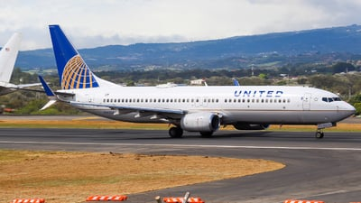 N14237 - Boeing 737-824 - United Airlines