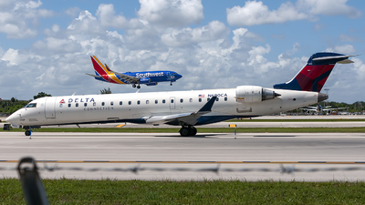 A picture of N690CA - Mitsubishi CRJ701ER - Delta Air Lines - © Mark Lawrence