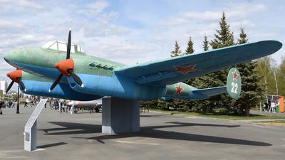 22 - Petlyakov Pe-2FT - Soviet Union - Air Force