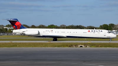 A picture of N991DL - McDonnell Douglas MD88 - [53343] - © Doug Marsh