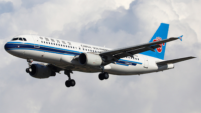 A picture of B6702 - Airbus A320214 - China Southern Airlines - © Unbeliverpool