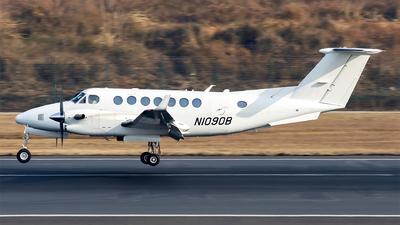 N1090B - Beechcraft B300 King Air 350 - Private