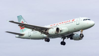 A picture of CGAQZ - Airbus A319114 - Air Canada - © Levi Hoeppner