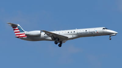 A picture of N928AE - Embraer ERJ145LR - American Airlines - © Yixin Chen