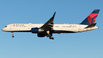 A picture of N819DX - Boeing 75726D - Delta Air Lines - © Yixin Chen