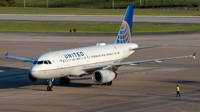 N817UA - Airbus A319-131 - United Airlines