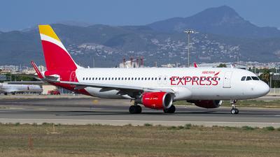 A picture of ECLUS - Airbus A320216 - Iberia Express - © Martin Bernict