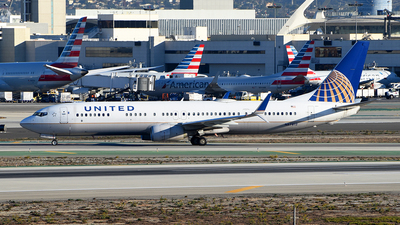 A picture of N67812 - Boeing 737924(ER) - United Airlines - © Rocky Wang