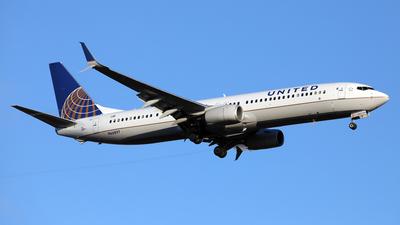A picture of N66897 - Boeing 737924(ER) - United Airlines - © Len Schwartz