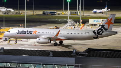 A picture of VHVWN - Airbus A321231 - Jetstar Airways - © CATHAY246