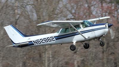 A picture of N62862 - Cessna 172P Skyhawk - [17275343] - © Joe Osciak