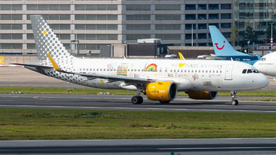 A picture of ECNAJ - Airbus A320271N - Vueling - © Juan Manuel Gibaja