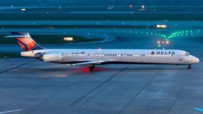 A picture of N925DN - McDonnell Douglas MD9030 - [53587] - © GFB