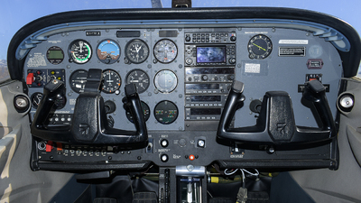C-FTDI - Cessna 172R Skyhawk - Canadian Flight Centre