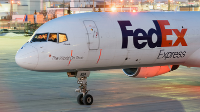 A picture of N924FD - Boeing 757204(SF) - FedEx - © Andrew Moir