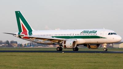 EI-DSI - Airbus A320-216 - Alitalia