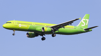 A picture of VQBQH - Airbus A321211 - S7 Airlines - © Vitaly Revyakin