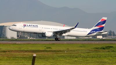 CC-BEL - Airbus A321-211 - LATAM Airlines