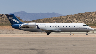 A picture of N699BR - Mitsubishi CRJ200ER - SkyWest Airlines - © David Lee