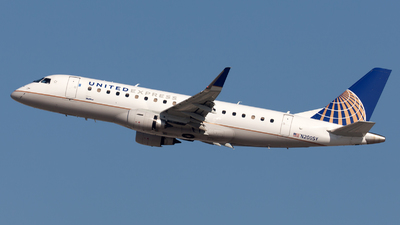 A picture of N200SY - Embraer E175LR - United Airlines - © William Vignes