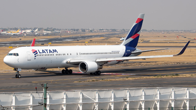 A picture of CCCXG - Boeing 767316(ER) - LATAM Airlines - © Juan Carlos Alvarez (MAS Aviation Press)