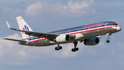 N676AN - Boeing 757-223 - American Airlines