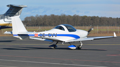 OE-CVV - Aquila A210 - AAT Austrian Aviation Training