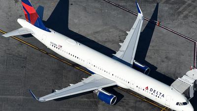 N323DN - Airbus A321-211 - Delta Air Lines