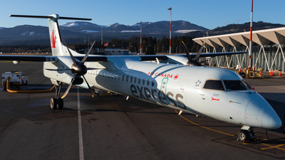 A picture of CGBJZ - De Havilland Canada Dash 8400 - Air Canada - © CJMAviation
