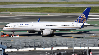 A picture of N598UA - Boeing 757222 - United Airlines - © Jordan Louie