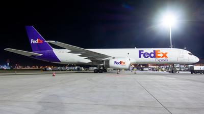 A picture of N927FD - Boeing 757204(SF) - FedEx - © Dutch